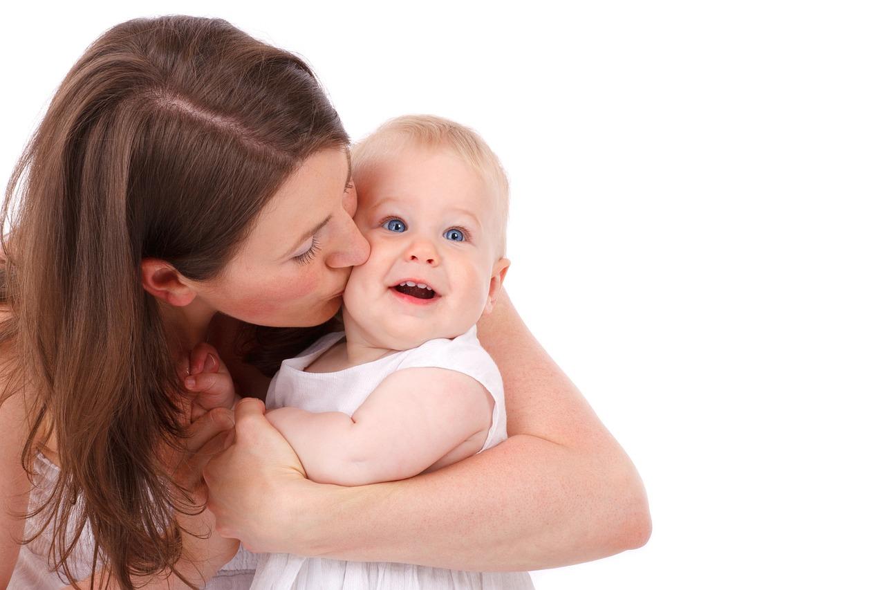 Mamá con Bebé. Pása todo el tiempo que puedas con tu bebé.
